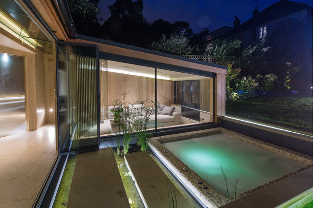 Highgate garden room contemporary swimming pool hot for Eclairage exterieur piscine