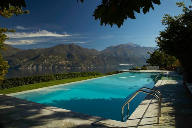 Imagen de piscina mediterránea, grande, rectangular