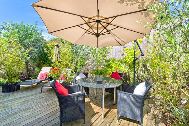 A place to sit in the sun contemporary-deck