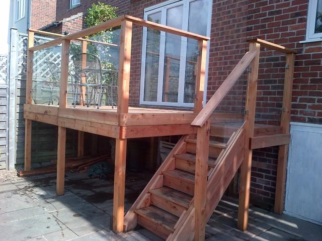 Californian Red Cedar Deck With Glass Balustrade