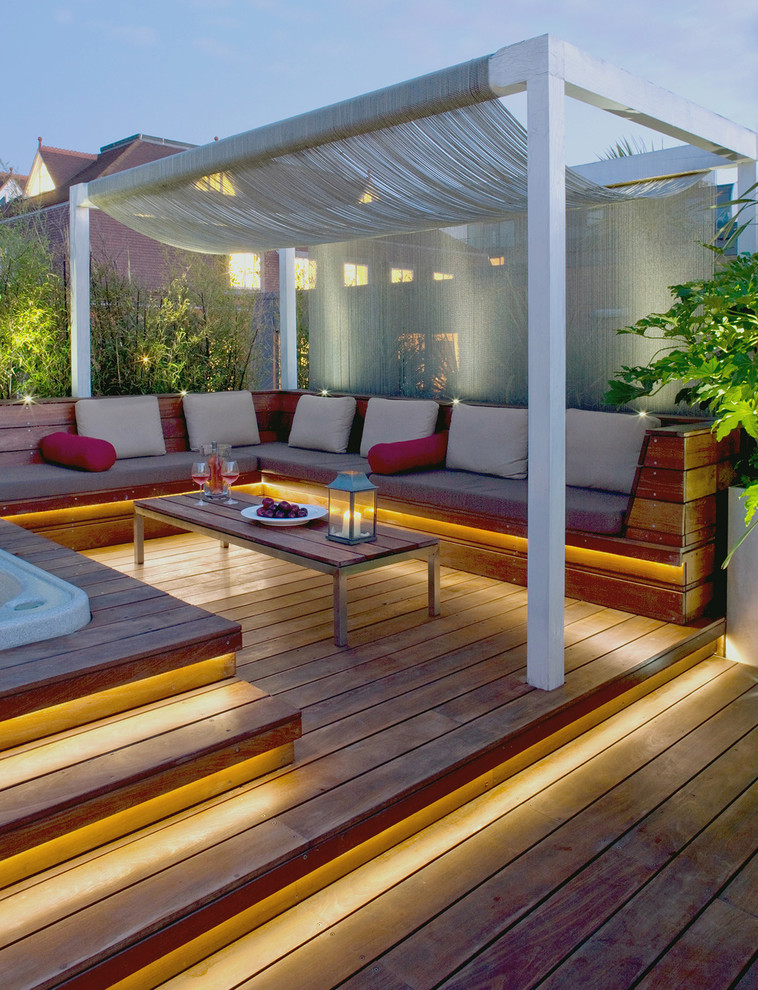 Island style deck photo in London