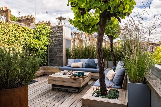 Idéer för en modern takterrass, med utekrukor