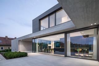 einfamilienhaus wohnen mit weitblick modern terrasse. Black Bedroom Furniture Sets. Home Design Ideas