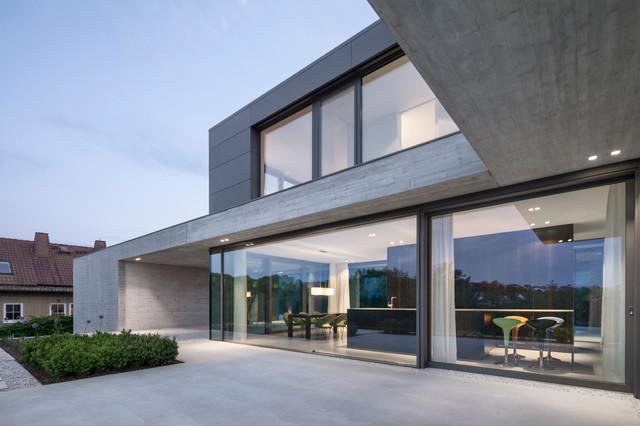 Einfamilienhaus wohnen mit weitblick modern terrasse for Modernes haus staffelgeschoss