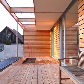 erweiterung eines einfamilienhauses terrasse mit eingelassenem blumenbeet modern terrasse. Black Bedroom Furniture Sets. Home Design Ideas