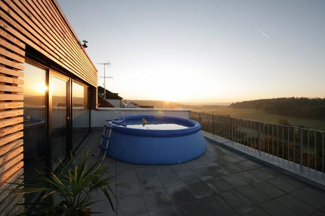 terrasse hanglage modern terrasse am hang praktisch und