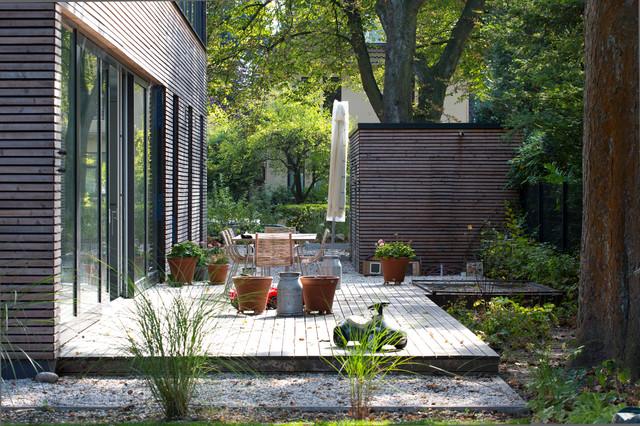 Holzdeck und gartenhaus - Gartenhaus einrichtungstipps ...