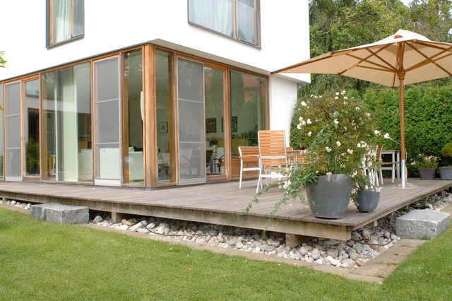 holzterrasse starnberg 1 modern terrasse m nchen von die holzterrasse. Black Bedroom Furniture Sets. Home Design Ideas