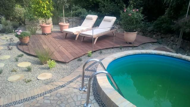 Kleiner Pool Mit Holzdeck Small Pool Mediterranean Deck