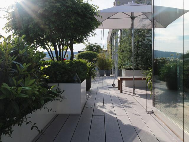 Sonnenterrasse des modernen penthouses mit bildsch ner for Terrassengestaltung modern