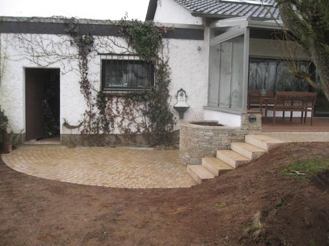 terrasse mit kalkstein cumaroholz. Black Bedroom Furniture Sets. Home Design Ideas