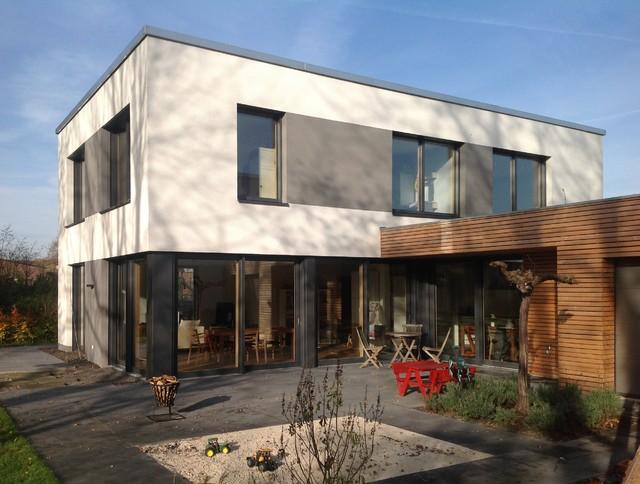 Terrasse mit sandkasten minimalistisch terrasse for Modernes haus terrasse