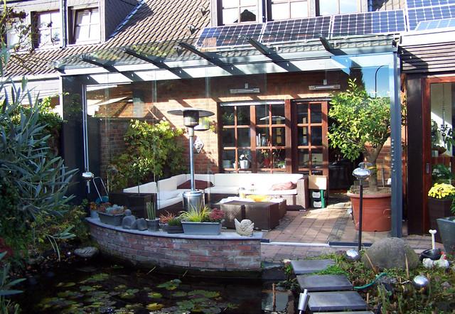 terrasse mit glasdach elegant balkon aus stahl mit glasdach und glasbr stung gel nder pinterest. Black Bedroom Furniture Sets. Home Design Ideas