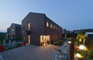 wohnhaus im seelhorster garten hannover klassisch modern terrasse hannover von bartels. Black Bedroom Furniture Sets. Home Design Ideas