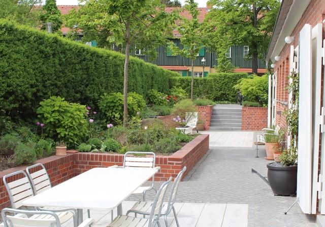 Diseño de terraza contemporánea, grande, sin cubierta, con jardín de macetas
