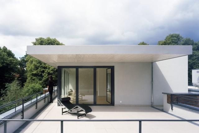 zwei wohnh user minimalistisch balkon berlin von maedebach redeleit architekten. Black Bedroom Furniture Sets. Home Design Ideas