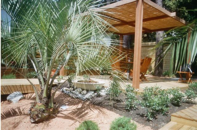 Ambiance m diterran enne avec une pergola en bambou for Paysagiste jardin exotique