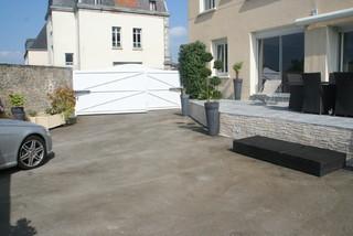 Aménagement d\'une cour pour une maison de ville - Modern - Deck ...