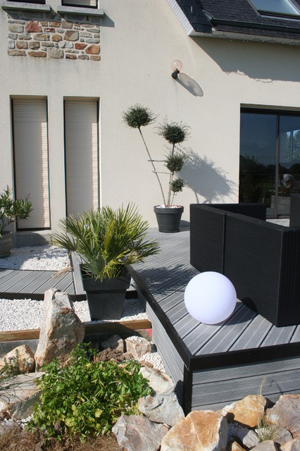 am nagement d 39 une terrasse en bois composite gris modern deck other by eurl olivier dubois. Black Bedroom Furniture Sets. Home Design Ideas