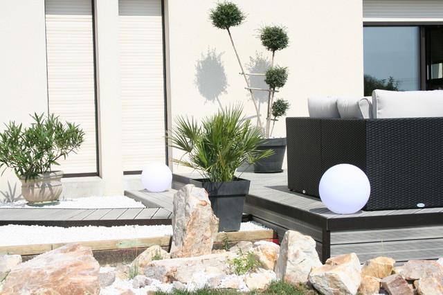 Am nagement d 39 une terrasse en bois composite gris moderne terrasse en bois et balcon other for Decoration terrasse exterieure moderne