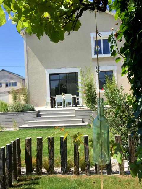 Aménagement des contours d\'une piscine avec une terrasse en ...
