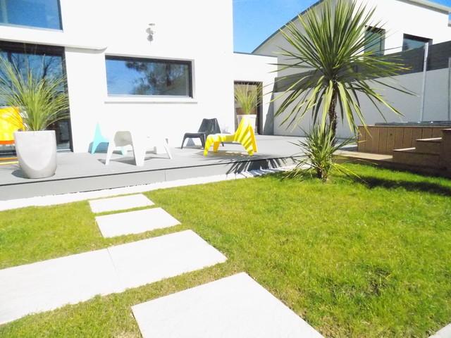 Am nager un jardin d une r sidence au design tr s - Amenager une serre de jardin ...