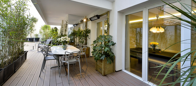 Appartement paris 7e contemporain terrasse en bois for Decoration terrasse appartement