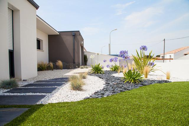 Pas japonais moderne jardin nantes par jardins de for Mobilier japonais nantes
