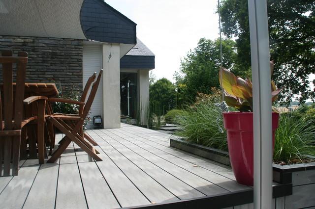 Voile Ombrage Terrasse : Bois composite gris et voile d u0026#39;ombrage Contemporary