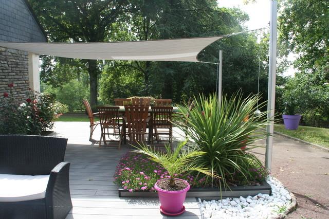 bois composite gris et voile d 39 ombrage contemporain terrasse en bois angers par eurl. Black Bedroom Furniture Sets. Home Design Ideas