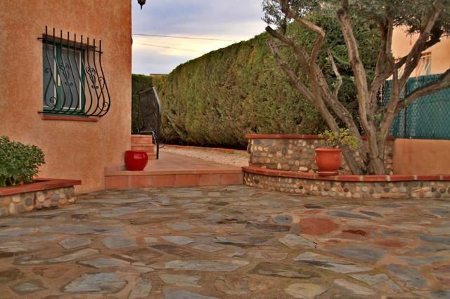 carrelage ext rieur m diterran en terrasse et patio toulouse par immo services 66. Black Bedroom Furniture Sets. Home Design Ideas