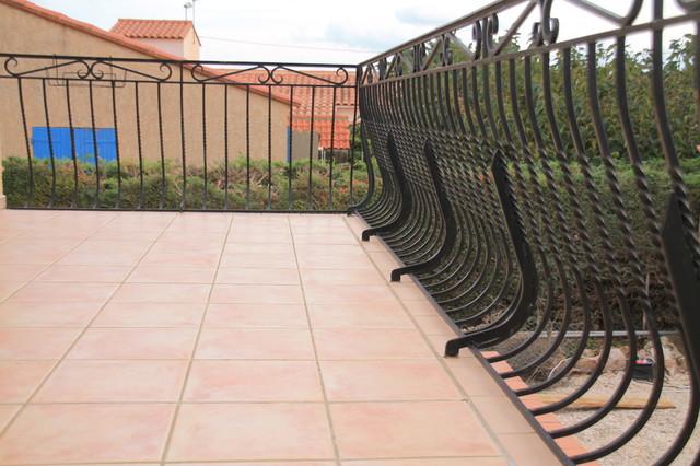 Carrelage ext rieur m diterran en terrasse en bois toulouse par immo services 66 for Peinture sol exterieur terrasse