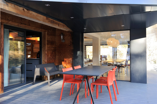 Chalet chamonix contemporain terrasse et patio other for Table exterieur metro