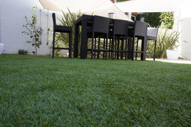 Création d'un jardin patio avec gazon synthétique