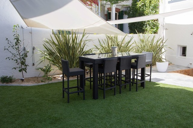 Cr ation d 39 un jardin patio avec gazon synth tique - Terrasse avec gazon synthetique ...