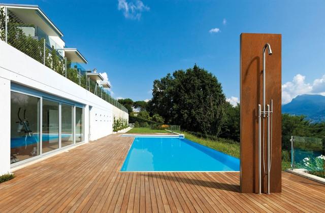 douche d 39 ext rieur industriel piscine other metro. Black Bedroom Furniture Sets. Home Design Ideas