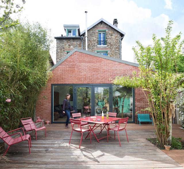 extension en briques d 39 une meuli re contemporain terrasse en bois et balcon other metro. Black Bedroom Furniture Sets. Home Design Ideas