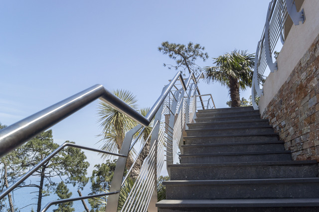 garde corps inox design r gion canne bord de mer terrasse en bois paris par inoxdesign. Black Bedroom Furniture Sets. Home Design Ideas