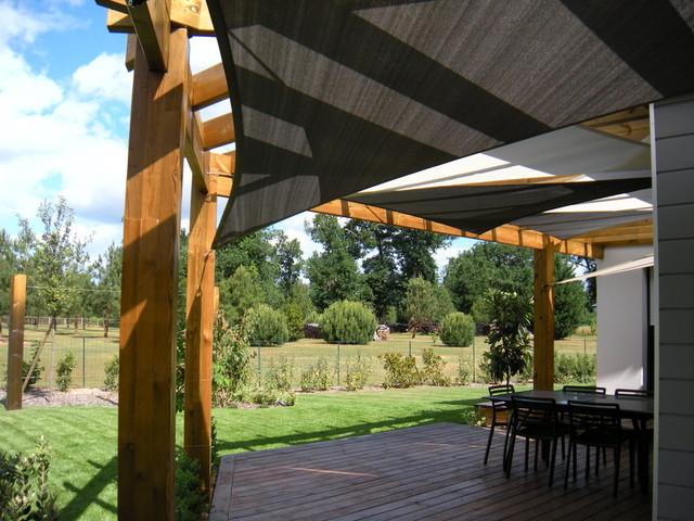 Installation De Voiles D 39 Ombrage Sous Un Pergola Contemporain Terrasse Et Patio Bordeaux