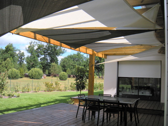 installation de voiles d 39 ombrage sous un pergola contemporain terrasse et patio bordeaux. Black Bedroom Furniture Sets. Home Design Ideas