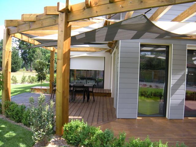 installation de voiles d 39 ombrage sous un pergola contemporain terrasse et patio bordeaux. Black Bedroom Furniture Sets. Home Design Ideas