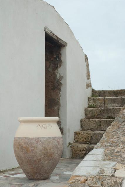 jarre en terre cuite forme olive m diterran en terrasse et patio toulouse par terres d. Black Bedroom Furniture Sets. Home Design Ideas