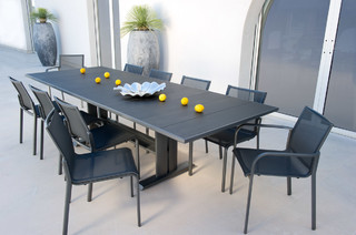 Contemporain ensemble table et chaises de for Table exterieur metro