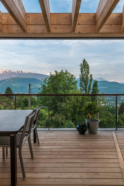 maison b scandinave terrasse en bois grenoble par r2k architectes. Black Bedroom Furniture Sets. Home Design Ideas