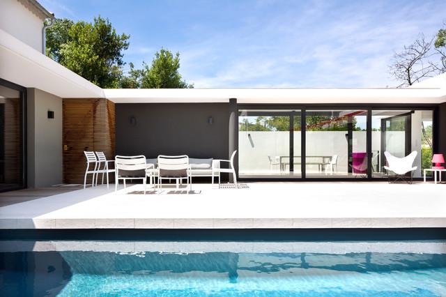 Maison contemporaine marseille contemporain terrasse et patio marseille par pierre et - Amenagement piscine contemporaine marseille ...