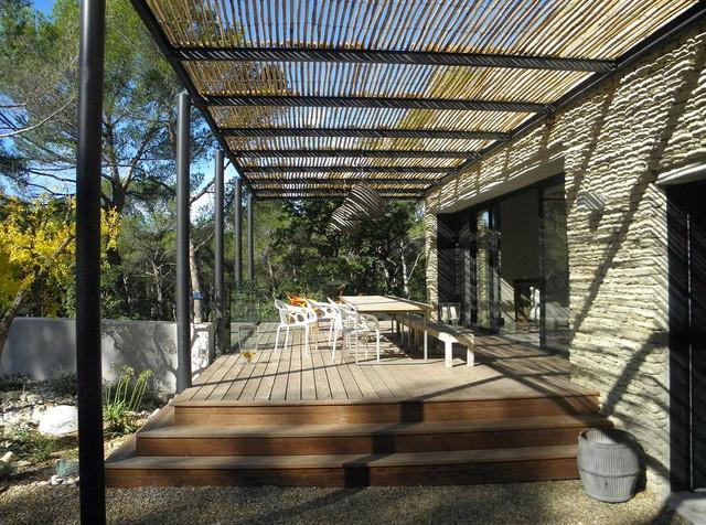 Maison contemporaine pernes contemporain terrasse en bois autres p ri - Pergola contemporaine bois ...