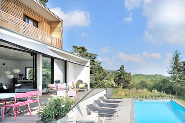 Maison contemporaine en béton à Charbonnières - Contemporary - Deck ...