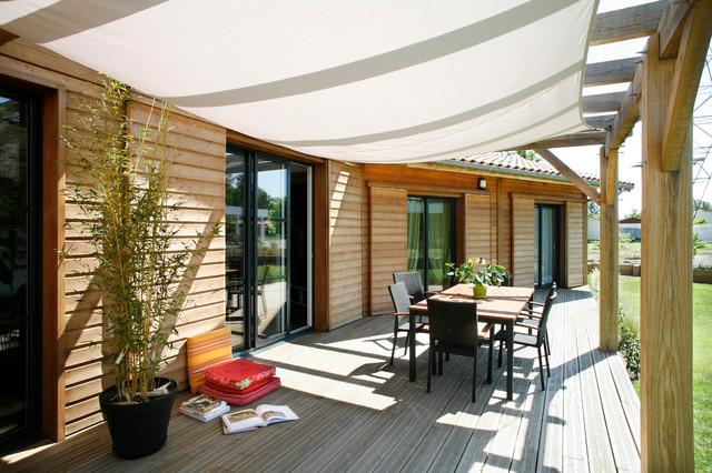 maison individuelle montagne terrasse en bois bordeaux par maison bois vallery. Black Bedroom Furniture Sets. Home Design Ideas