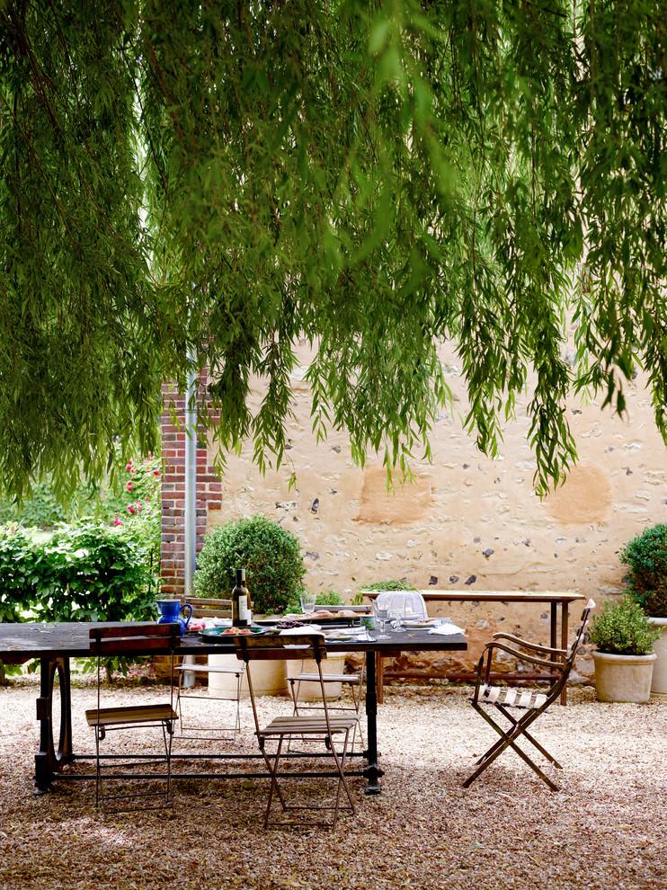 Patio container garden - farmhouse backyard gravel patio container garden idea in Paris with no cover