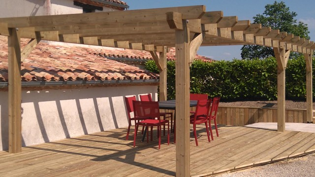 pergola bois la rochelle m diterran en terrasse et patio lyon par moduland. Black Bedroom Furniture Sets. Home Design Ideas
